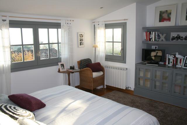 pintura colores gris y blanco sensacin de espacio pintura dormitorio matrimonio with pinturas dormitorios matrimonio